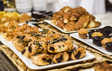 Breakfast Aparthotel Torreluz
