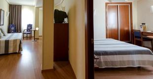 1 BEDROOM APARTMENT (2 Adults + 2 Children) Aparthotel Torreluz
