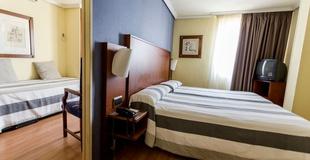 1 BEDROOM APARTMENT  (2 adults + 1 child) Aparthotel Torreluz